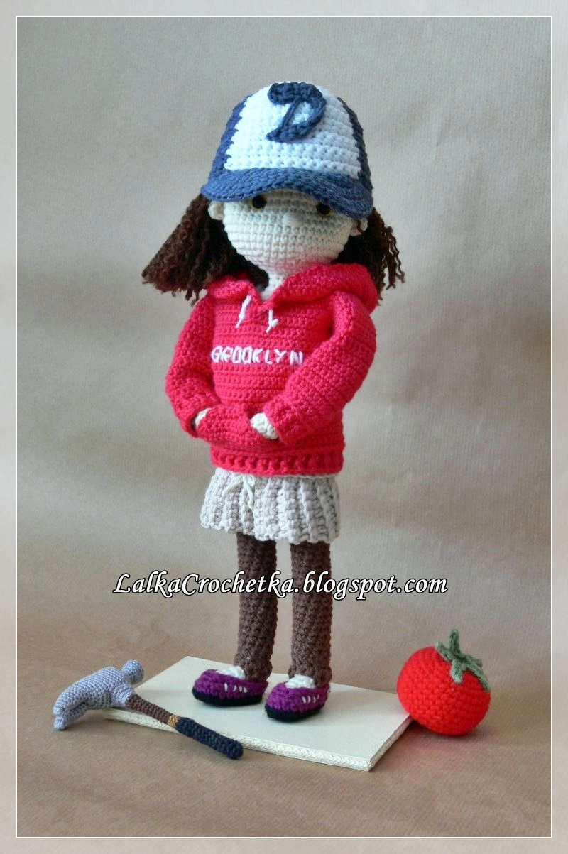 http://lalkacrochetka.blogspot.com/2016/03/doll-clementine-walking-dead-lalka.html