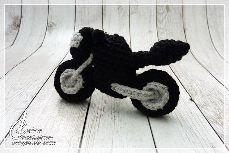 http://lalkacrochetka.blogspot.com/2017/10/motorcycle-keychain-motor-brelok.html