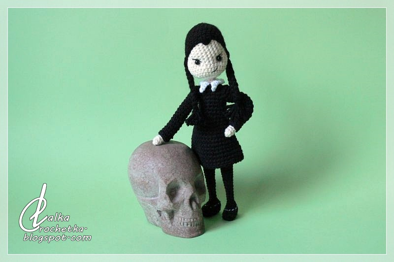 http://lalkacrochetka.blogspot.com/2019/03/wednesday-addams-doll-lalka-wednesday.html